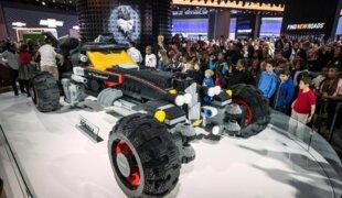 Chevrolet cria Batmóvel de Lego em tamanho real