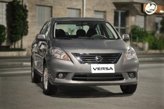 Nissan Versa 1.6 16V SL 2014