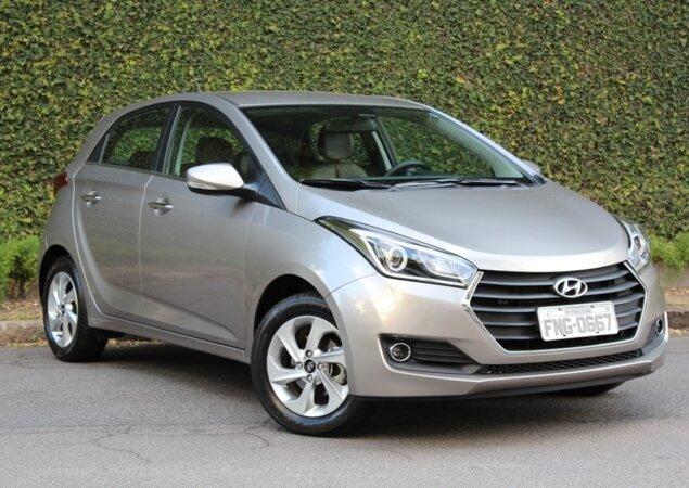 f36d58483be20 Assim como fizeram Fiat e Chevrolet, a Hyundai também reajustou os preços  da família HB20 neste começo de ano. O hatch agora parte de R  42.500 e  chega a R  ...